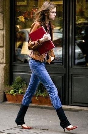 レッグウォーマーとジーンズの着こなし