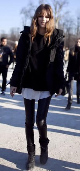 黒レギンスファッション