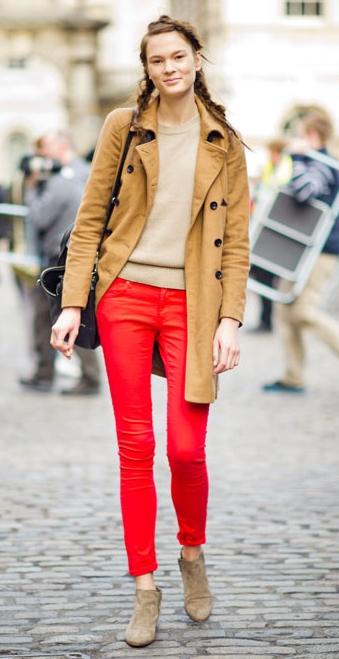 赤パンツのコーディネート例