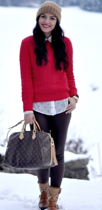 赤いセーター着こなし