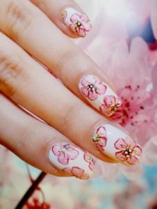 梅の花ネイルデザイン
