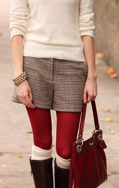 赤いタイツ着こなし