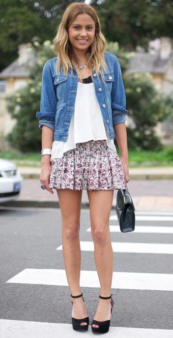 花柄プリーツスカート着こなし