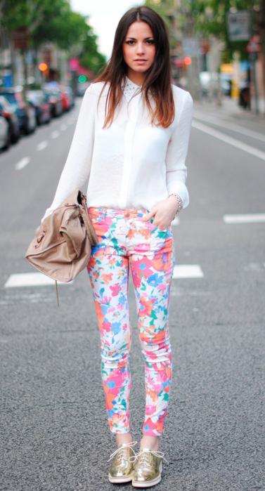 花柄パンツかわいい着こなし