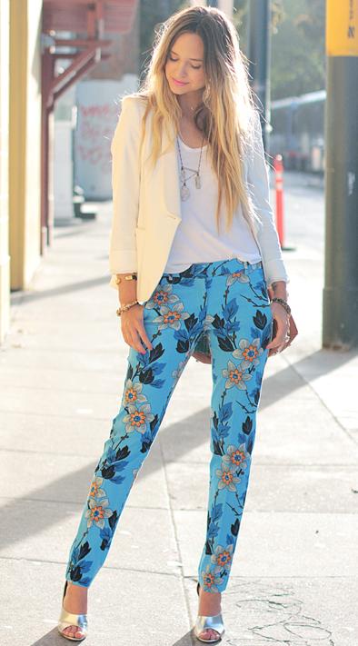 花柄パンツとジャケット着こなし