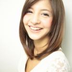 春ファッションに合う髪型ミディアム エアリー・黒髪・小顔