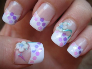 白と紫の浴衣ネイルデザイン