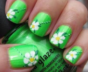 かわいい緑お花ネイルデザイン