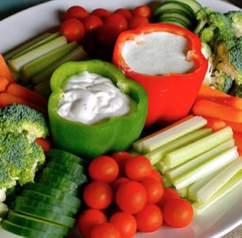 野菜スティックとディップ盛り付け